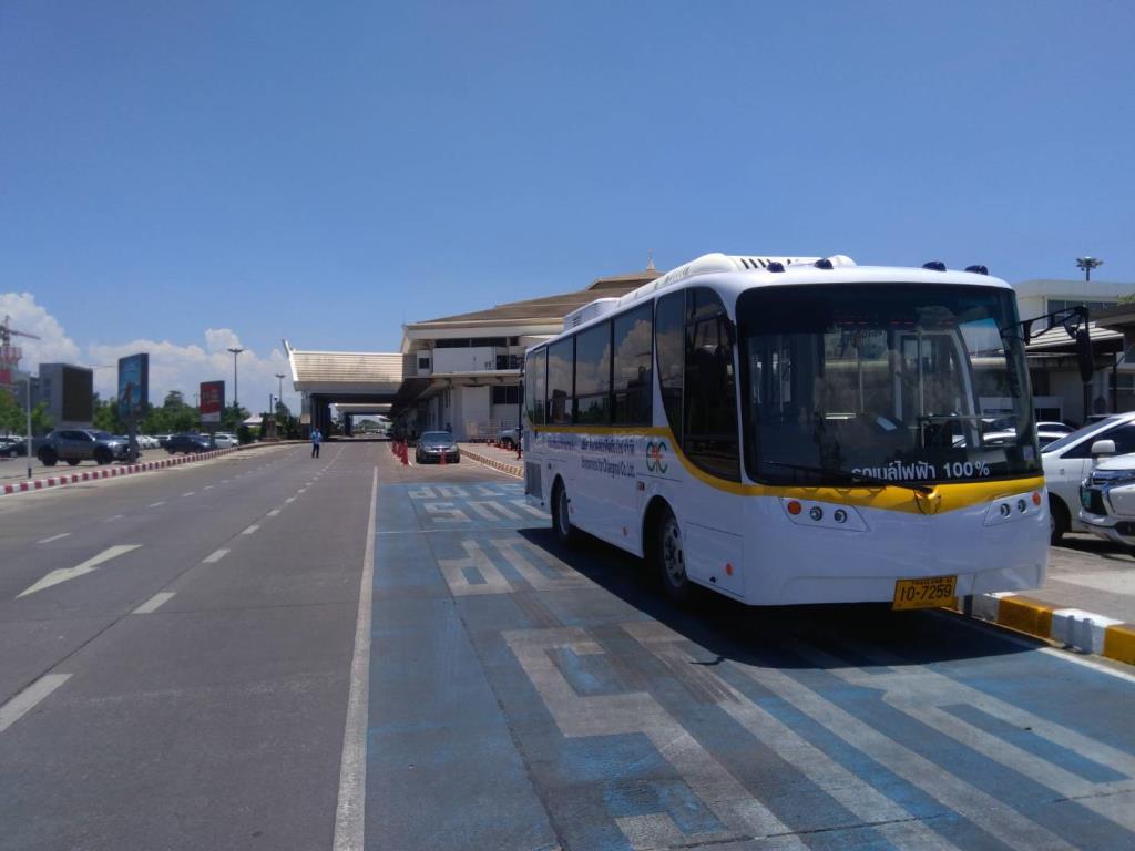 """""""รถเมล์ไฟฟ้า"""" จอดสนามบินเชียงใหม่ ไปนิมมาน-ขนส่งช้างเผือก หลัง """"สมาร์ทบัส"""" เงียบหาย"""