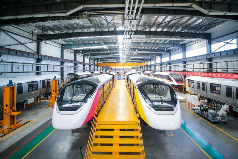 """ของจริงมาแล้ว! เผยโฉม """"รถไฟฟ้าโมโนเรล"""" สายสีชมพู-เหลือง คู่แรกเตรียมส่งตรงถึงไทย"""