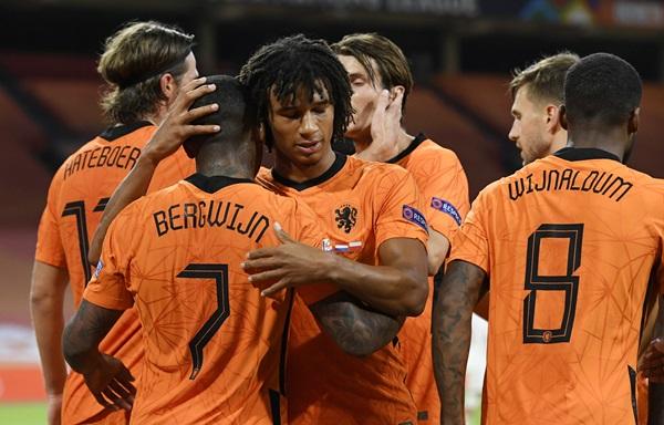 """""""เบิร์กไวจ์น"""" ซัดตุงแรกทีมชาติ """"เนเธอร์แลนด์ส"""" เก็บ 3 แต้ม ประเดิมเนชันส์ ลีก"""