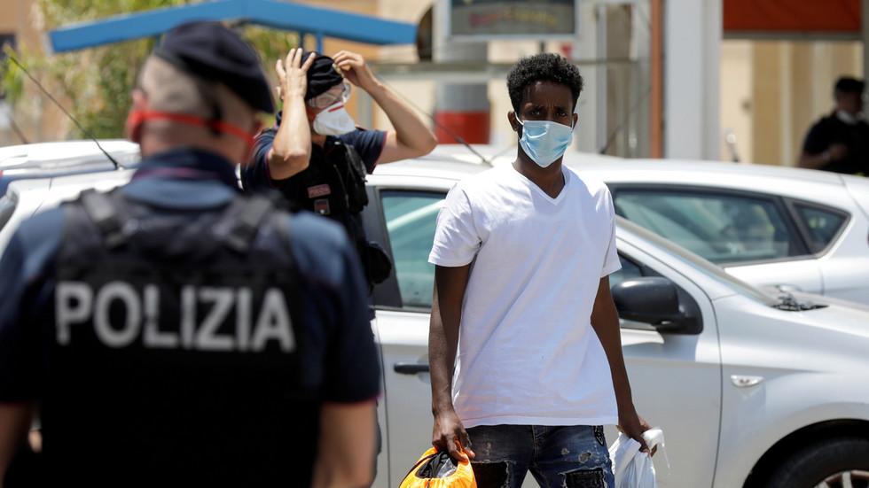 """อึ้ง!!นายกเทศมนตรีอิตาลีออกบทลงโทษขวางโลก """"ห้ามสวมหน้ากากโดยไม่จำเป็น"""""""