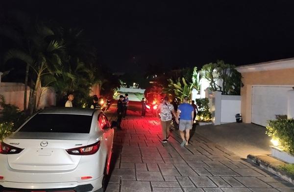 5 คนร้ายควงปืนบุกปล้นบ้านชาวจีนในโครงการหรูย่านบางละมุง กวาดเงินกว่า 10 ล.หนีลอยนวล