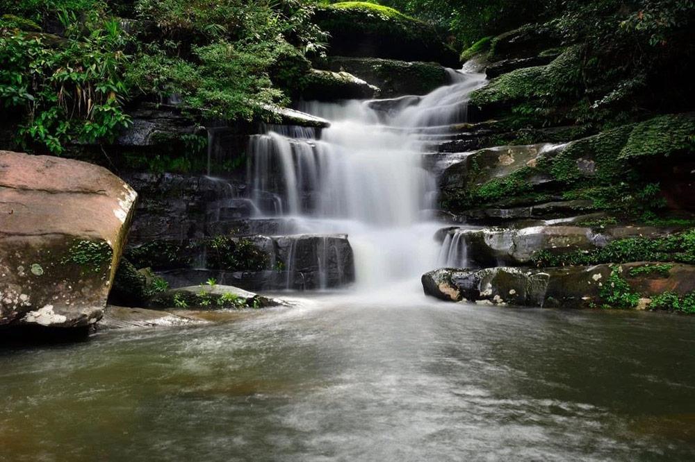 แม้ปิดถ้ำนาคา แต่น้ำตกตาดโพธิ์ ยังคงเที่ยวชมได้ตามปกติ (ภาพ : เพจอุทยานแห่งชาตภูลังกา)