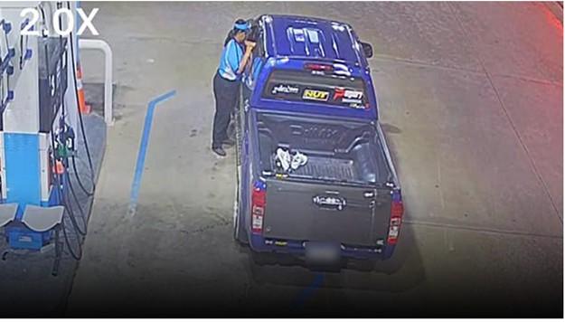 รถใครมาจ่ายด้วย! เด็กปั๊มเซ็งกระบะแต่งซิ่งสั่งเติมเต็มถังสุดท้ายขับรถหนีเชิดค่าน้ำมัน