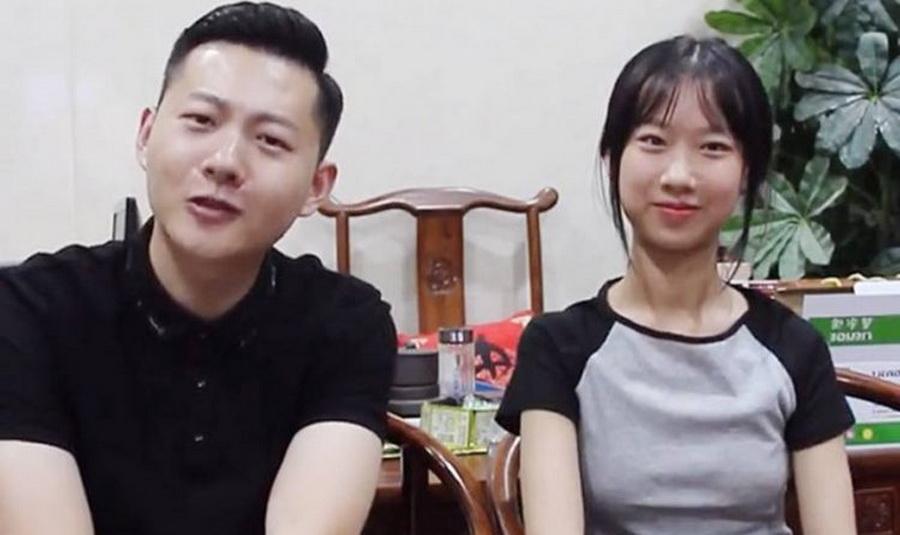 In Pics: ชาวเน็ตขยี้ตา! สาวจีนวัย 15 ปีโดนทักซุ่มคบหนุ่มมหา'ลัย ที่ไหนได้... 'นี่พ่อหนูค่ะ'