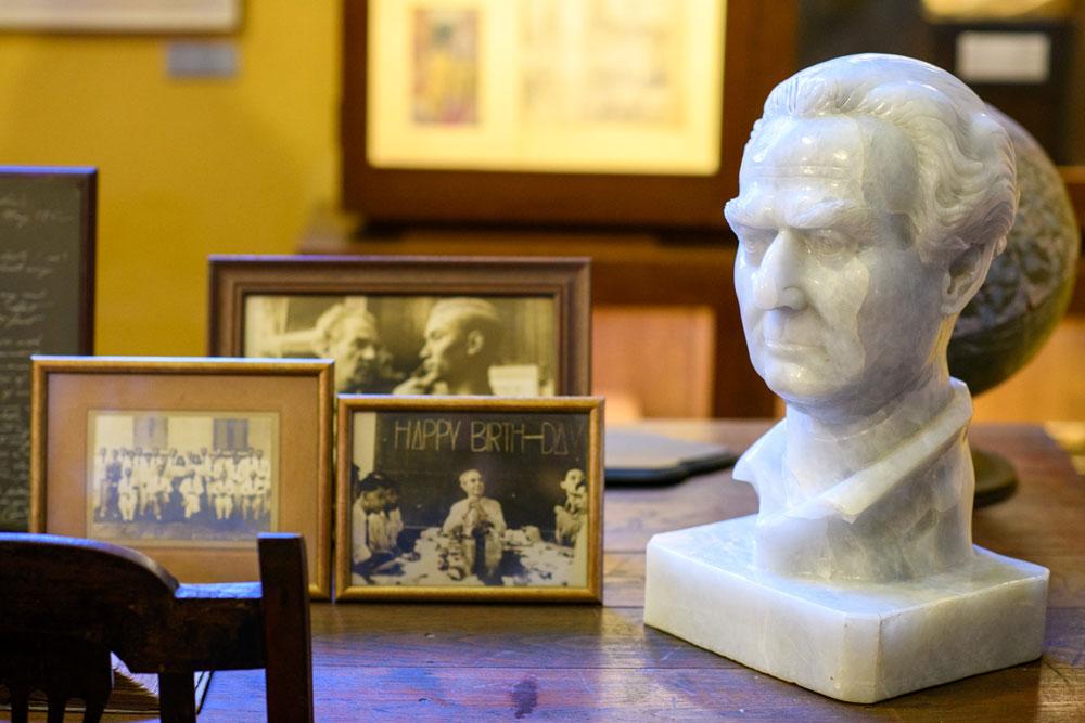 """128 ปี """"ศิลป์ พีระศรี"""" ครูฝรั่งผู้นำพาไทยสู่ศิลปะสมัยใหม่"""