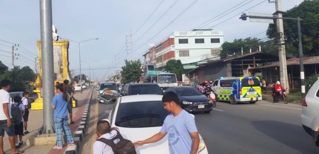 เเปิดภาพรถตู้รับส่งนักเรียนพุ่งชนท้ายรถคันหน้านักเรียนเจ็บระนาว