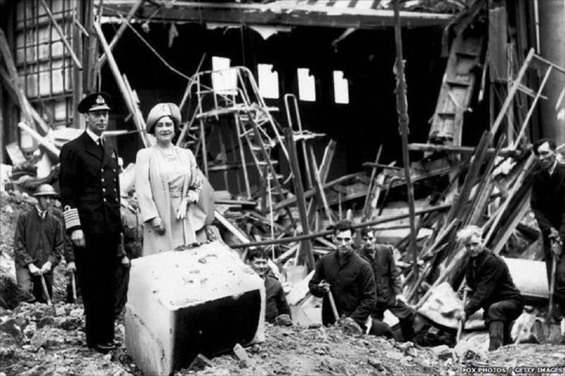 เปิดภาพประวัติศาสตร์! สำนักพระราชวังอังกฤษเผยอดีตเมื่อครั้งวังบักกิงแฮมโดนทิ้งระเบิด
