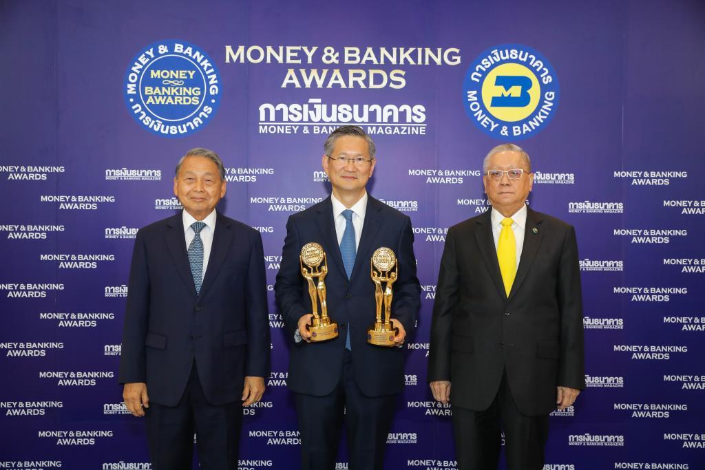 """ธนาคารกรุงเทพปลื้มรับมอบ 2 รางวัลสูงสุด """"ธนาคารแห่งปี-นักการเงินแห่งปี"""""""