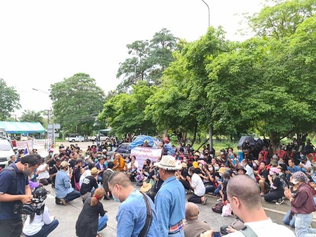 พระนักพัฒนาช่วยเจรจา ชาวบ้านต้านเหมืองฯยอมเปิดถนนลำปาง นัดตามคืบหน้าจันทร์นี้อีกรอบ