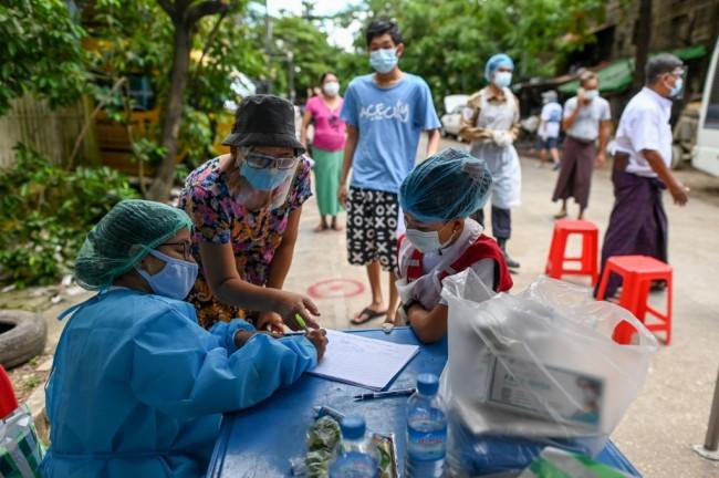 โควิดระบาดในพม่ายังแรงต่อเนื่อง พบผู้ติดเชื้อเพิ่มอีก 424 คน