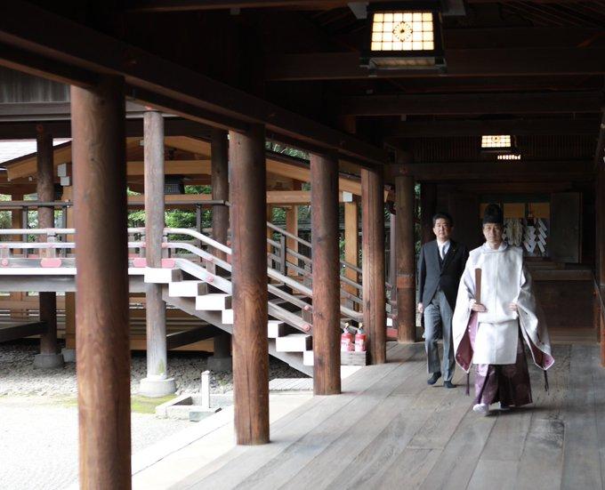 'อาเบะ' เยือนศาลเจ้ายาสุกุนิครั้งแรกในรอบ 7 ปี หลังสละเก้าอี้นายกฯ ญี่ปุ่น