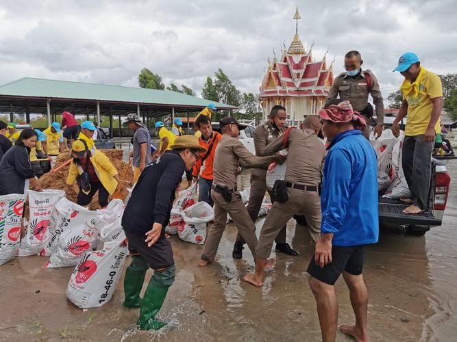 """""""โนอึล""""ซัด4 หมู่บ้านที่บุรีรัมย์จมกว่า 400 หลัง  อพยพคนชราผู้ป่วยติดเตียงไว้ที่ปลอดภัย"""