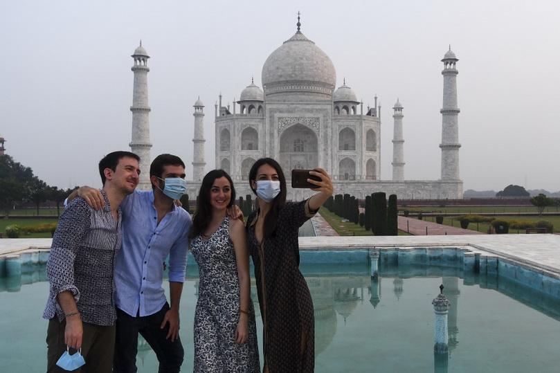 อินเดียเปิด 'ทัชมาฮาล' รับนักท่องเที่ยว แม้ยอดโควิดรายวันยังพุ่งเฉียดแสน