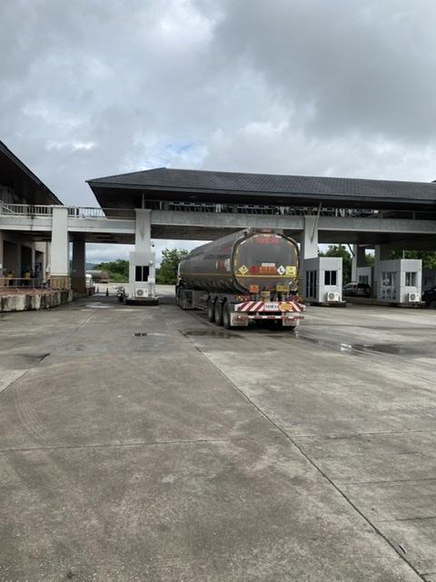 พม่าเร่งขนน้ำมันตองจี-มัณฑะเล ขายท่าขี้เหล็กแทนน้ำมันไทย