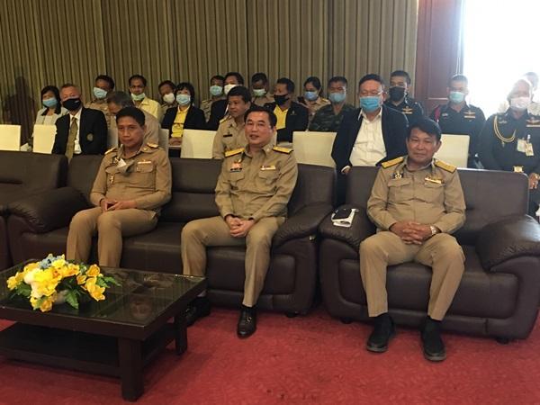 รัฐมนตรีประจำสำนักนายกรัฐมนตรี  ลงพื้นที่รับปากชาวโคกตูม ขอเวลาปีเศษได้โฉนดแน่นอน