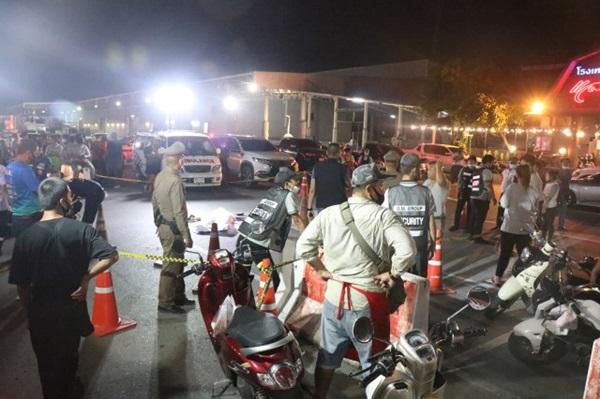 2 คนร้ายขี่จักรยานยนต์ประกบยิงพ่อค้าตลาดนัดโรงเกลือดับคาที
