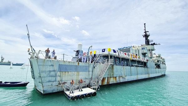 """กองทัพเรือ เปิด """"เรือหลวงพระพุทธยอดฟ้าจุฬาโลก""""ให้นักท่องเที่ยวได้ขึ้นชมกลางอ่าวสัตหีบ"""