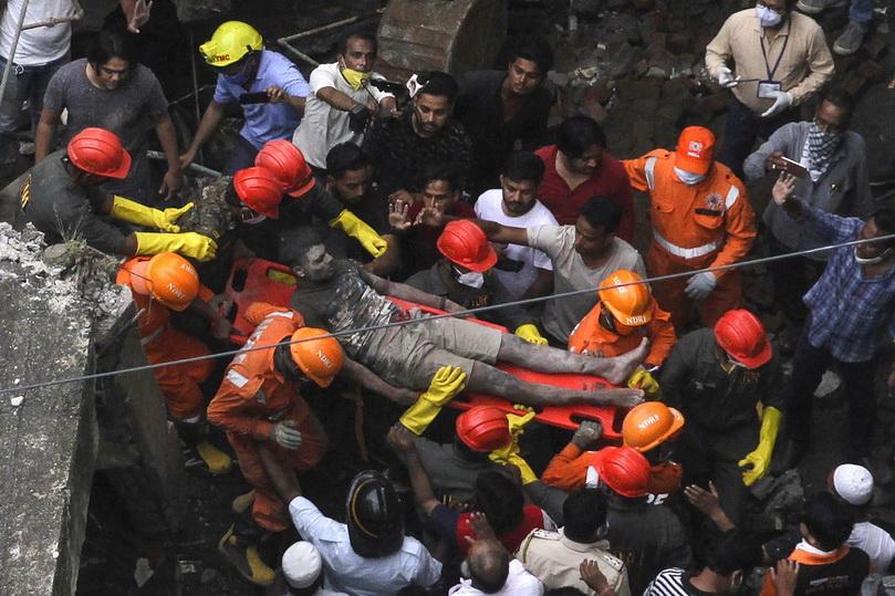 ยอดเหยื่อตึกถล่มใกล้ 'มุมไบ' พุ่ง 35 ศพ ยังเหลือสูญหายอีก 8 ราย