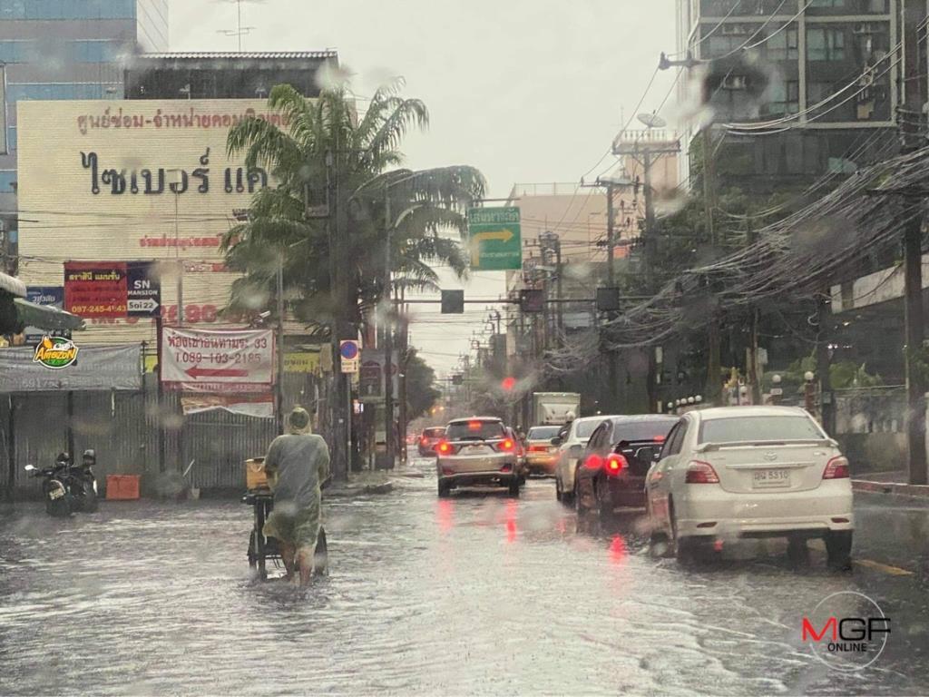 ฝนราชการ! ถล่ม กทม.ก่อนเลิกงาน น้ำท่วมขังหลายสาย-การจราจรเริ่มติดขัด