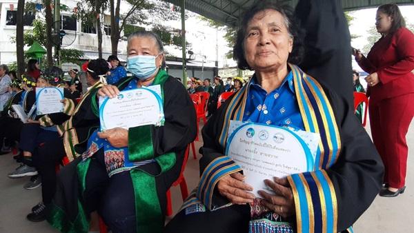 ผู้ว่าฯชลบุรี มอบปริญญาชีวิตให้แก่ผู้สูงอายุสำเร็จการศึกษาปี พ.ศ.2563