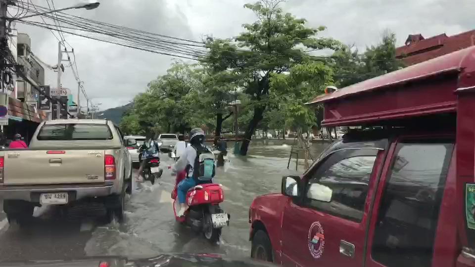 เชียงใหม่ฝนถล่ม5ชั่วโมงน้ำล้นคูเมืองท่วมถนน-จมบาดาลหลายจุด