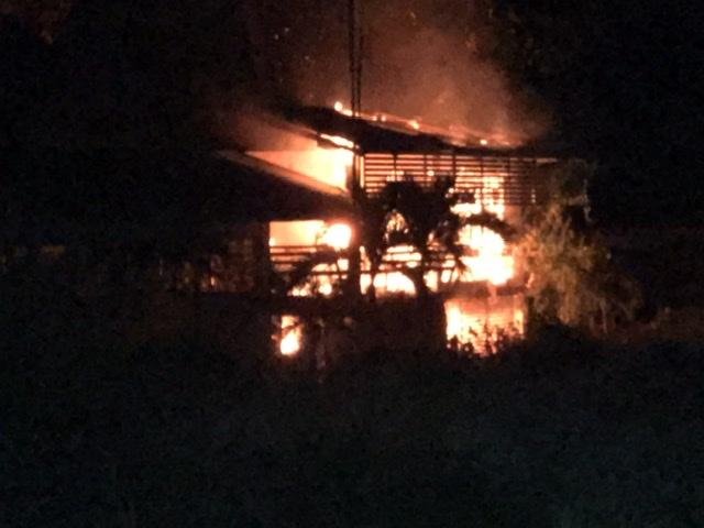 ไฟไหม้รถลามเผาที่ทำการเรือนจำชั่วคราวลำพูนวอดกลางดึก
