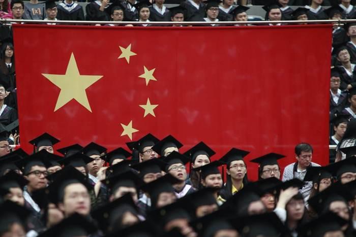 พิธีรับปริญญาที่มหาวิทยาลัยฟู่ตัน นครเซี่ยงไฮ้ (แฟ้มภาพ รอยเตอร์ส)