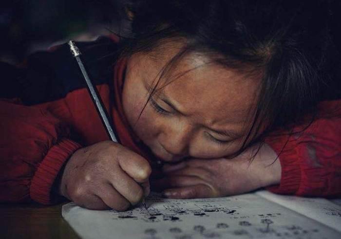 เด็กนักเรียนประถมจีนในพื้นที่ชนบทแห่งหนึ่ง (ภาพจาก Sohu.com)