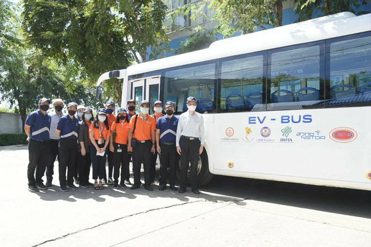 MEA เยี่ยมชมรถ E-bus เดินหน้าความร่วมมือหนุน ขสมก.ดัดแปลงรถเมล์เก่าเป็นรถโดยสารไฟฟ้า