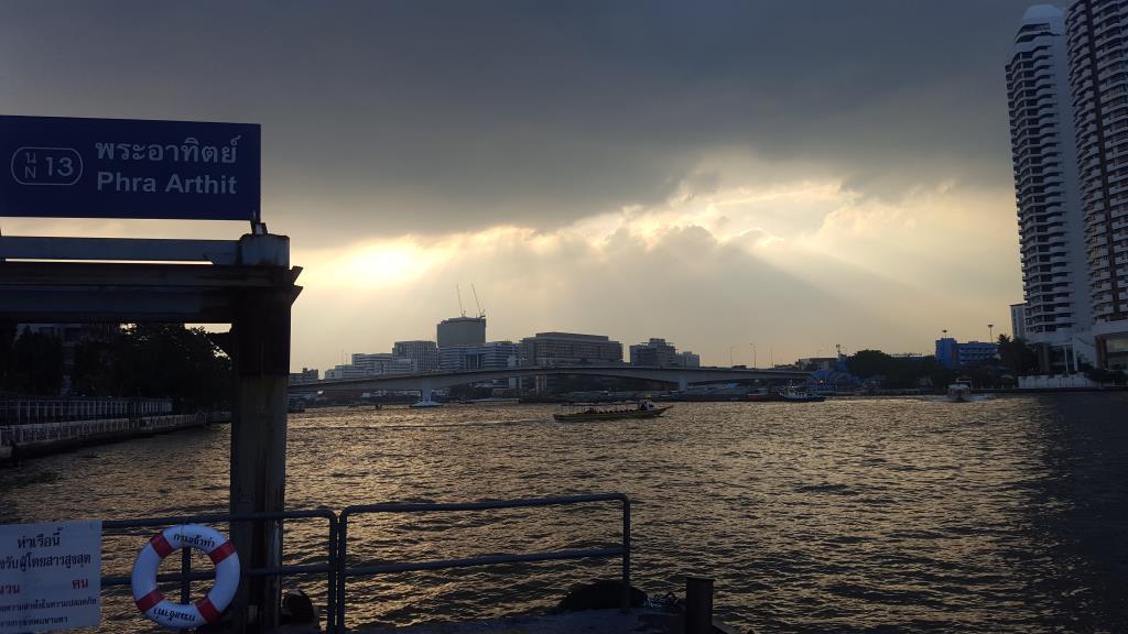 เตรียมร่มให้ดี ทั่วไทยมีฝนเพิ่มขึ้น ภาคอีสาน-ตะวันออก-ใต้มีฝนหนักบางแห่ง กทม.ชุ่มฉ่ำ40%