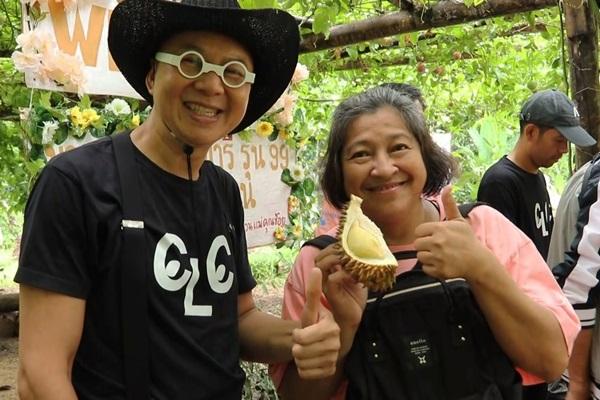 """2 สามี-ภรรยาอดีตนักวิชาการ ม.ดัง เปิดสวนเป็นแหล่งท่องเที่ยว """"ชอป ชิม ผลไม้ออแกนิค"""""""