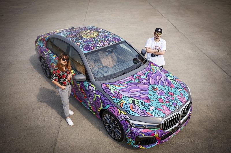 ชมศิลปะบนรถ BMW ของ Peap Tarr & Lisa Mam  คู่ศิลปินสตรีทอาร์ตคนดังจากกัมพูชา
