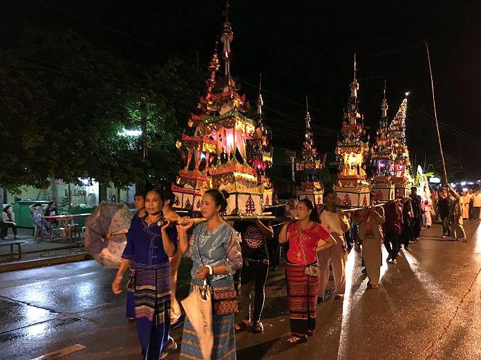 """ประเพณีออกพรรษาไทยใหญ่ """"ปอยเหลินสิบเอ็ด"""" จ.แม่ฮ่องสอน (ภาพจาก ททท.)"""
