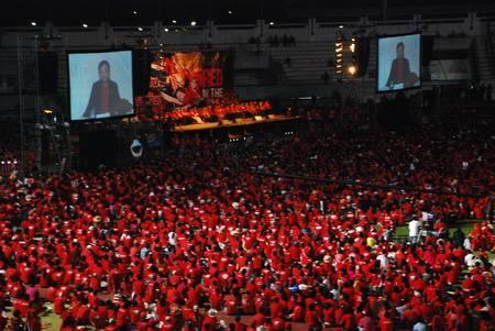 """ภาพ การชุมนุมของกลุ่มคนเสื้อแดงเมื่อปี 53 ที่ """"ทักษิณ ชินวัตร"""" โฟน อิน เข้ามา จากแฟ้ม"""