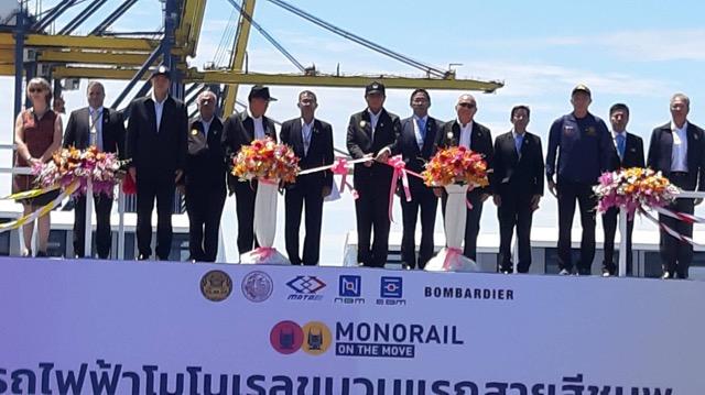 """""""ลุงตู่ """" รับมอบรถไฟฟ้าโมโนเรลขบวนแรก           โครงการรถไฟฟ้าสายสีชมพู ช่วงแคราย – มีนบุรี และโครงการรถไฟฟ้าสายสีเหลือง ช่วงลาดพร้าว – สำโรง ที่ท่าเรือแหลมฉบัง"""