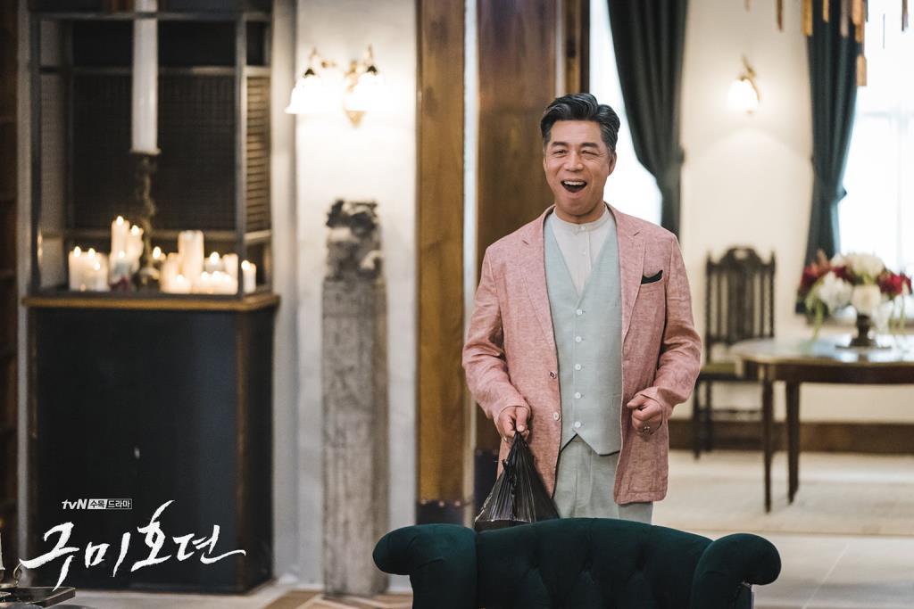 นักแสดงอาวุโส อันกิลคัง รับบท ฮยอน อีอุง