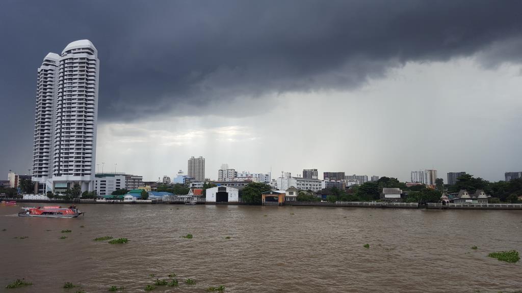 เตือนไทยมรสุมต่อเนื่อง 43 จังหวัดเตรียมรับมือฝนตกหนัก กทม.-ปริมณฑล อ่วมเจอฝน 70 %