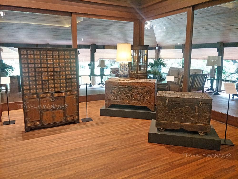 ตู้ยาสมุนไพรจีน และหีบไม้ศิลปะพม่า