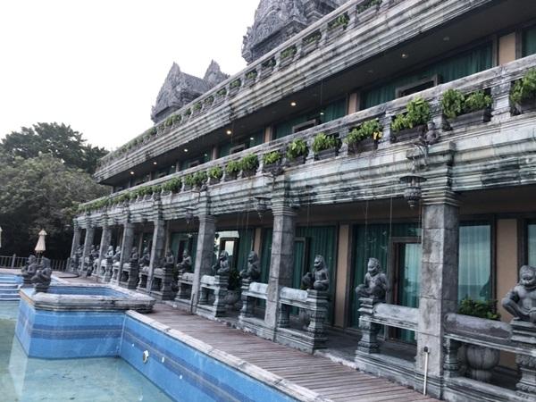 โรงแรมดังเกาะพะงันเลียนแบบศิลปะ นครวัด นครธม ก่อสร้าง-เปิดกิจการถูกต้องตามกฎหมาย