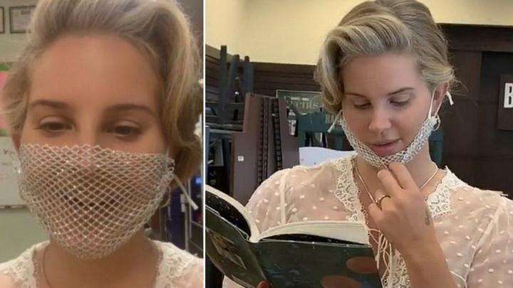 """ผ้าปิดปากตาข่าย!! """"ลานา เดล เรย์"""" โดนด่ายับสวมหน้ากากที่ป้องกันอะไรไม่ได้เลย"""