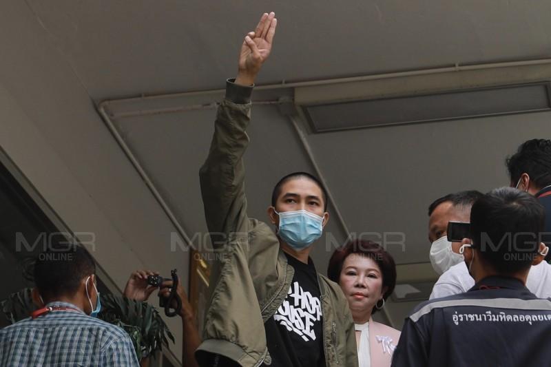 นายเดชาธร บำรุงเมือง นักร้องแร็ปเปอร์ชื่อดังเจ้าของเพลง ประเทศกูมี (แฟ้มภาพ)