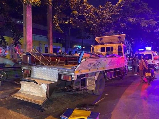 รถเครนเกี่ยวหลังคารถรับส่งคนงานก่อสร้าง ต่างด้าวเจ็บ 9 ราย