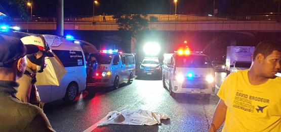 หนุ่มซิ่งจยย.ชนขอบสะพานกลับรถ ร่างหล่นกระแทกพื้นเสียชีวิต