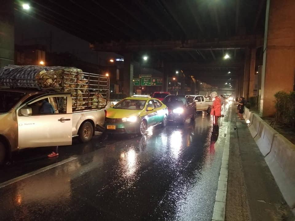 ฝนตกถนนลื่น! ชนยับกว่า 20 คัน บนถนนวิภาวดีฯ ช่วงหลักสี่ โชคดีไร้คนเจ็บหรือเสียชีวิต