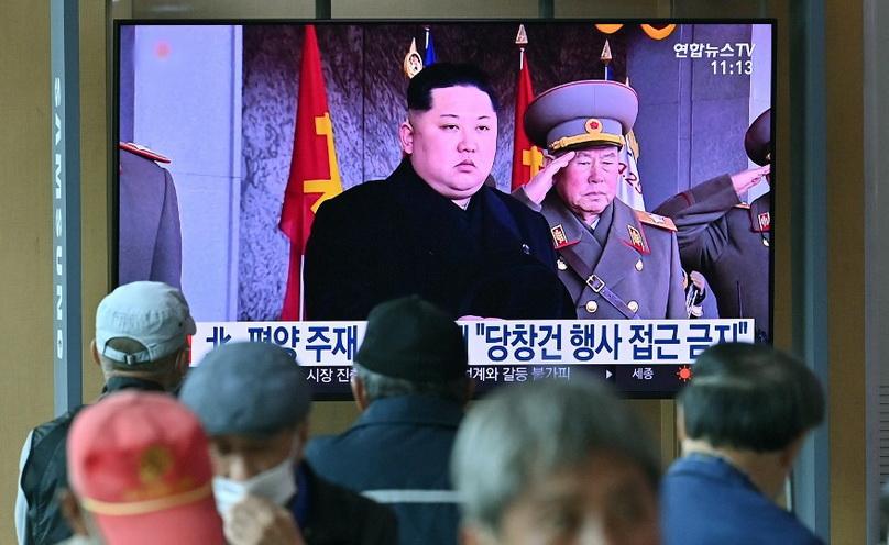 มาแปลก!! กองทัพเกาหลีใต้ชี้โสมแดงจัดพิธีสวนสนาม 'ตอนเช้ามืด' ฉลอง 75 ปีพรรคแรงงาน