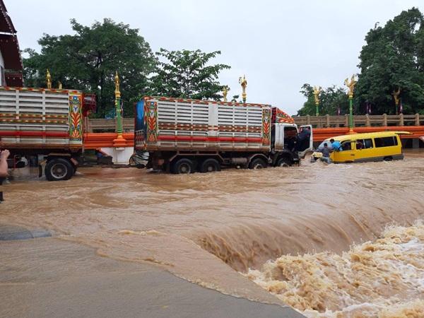 ผวจ.จันทบุรี สั่งทุกหน่วยเร่งช่วยประชาชนหลังน้ำป่าหลากท่วมชายแดนบ้านแหลมและอีกหลายพื้นที่