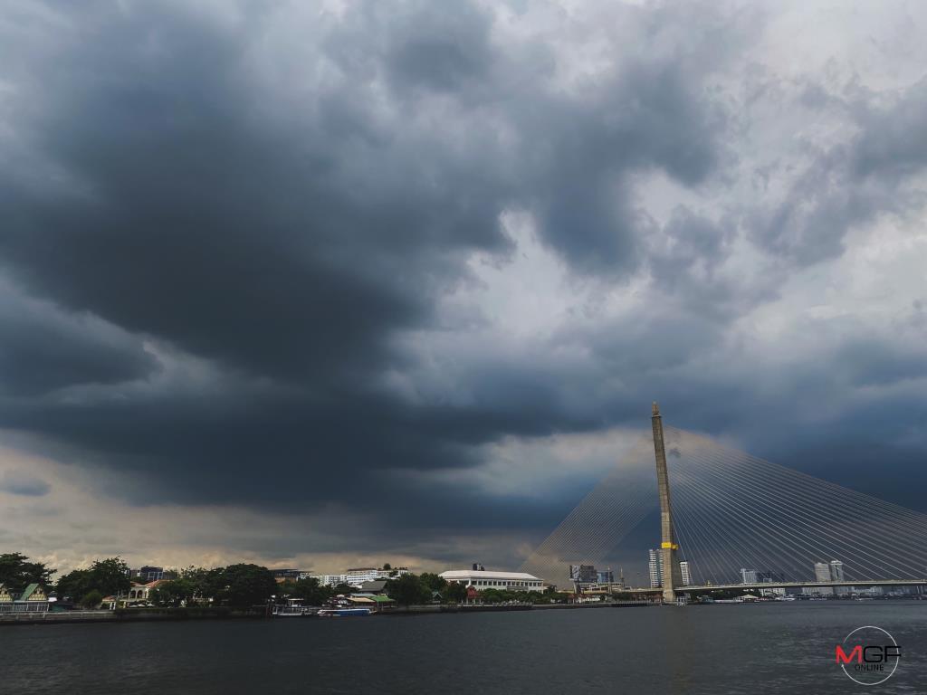 """ทั่วไทยฝนตกต่อเนื่อง-หนักบางแห่ง เตือน ตะวันออก-อีสานตอนล่าง ฝนเพิ่มขึ้นจากพายุ """"หลิ่นฟา"""""""
