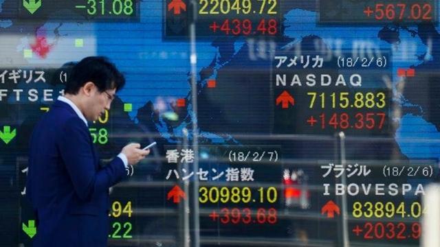 ตลาดหุ้นเอเชียผันผวน จับตาเงินหยวนหลังแบงก์ชาติจีนลดสัดส่วนกันสำรองความเสี่ยง FX