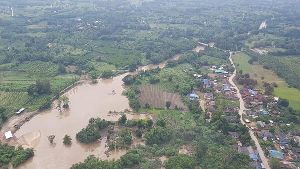 ยังวิกฤต!! ชาวบ้านแหลมน้ำล้นตลิ่งเข้าท่วมบ้านเรือนแล้วกว่า 1,000 ครัวเรือน