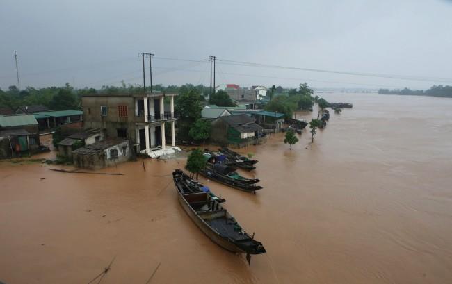 ยอดดับอุทกภัยในเวียดนามขยับเพิ่มเป็น 23 คน 'พายุนังกา' จ่อถล่มทำท่วมซ้ำ
